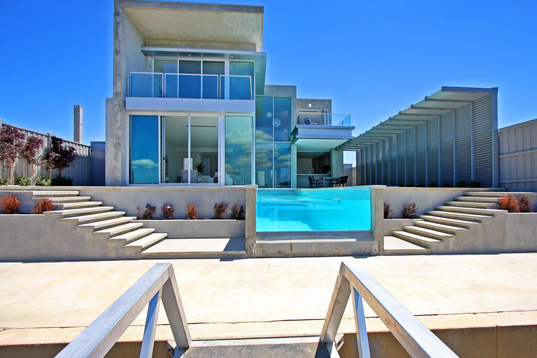 Awesome Beautiful Modern Glass House Latest