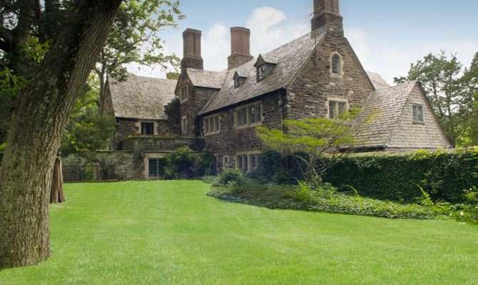 Brookville Manor Pricey Pads