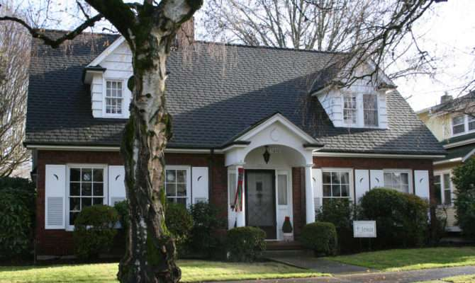 Cape Cod Style House Modern Plan
