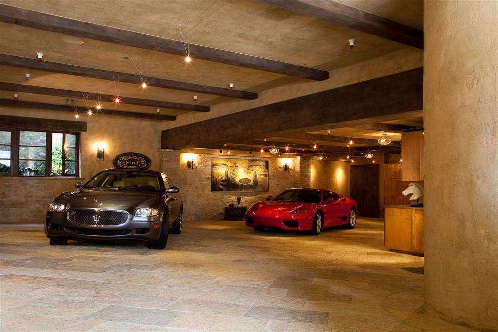 Car Garage Houses Three Very Nice Cars Ferrari Maserati