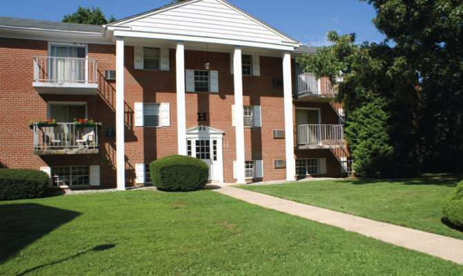Carriage House Apartments Newtown Square Apartment
