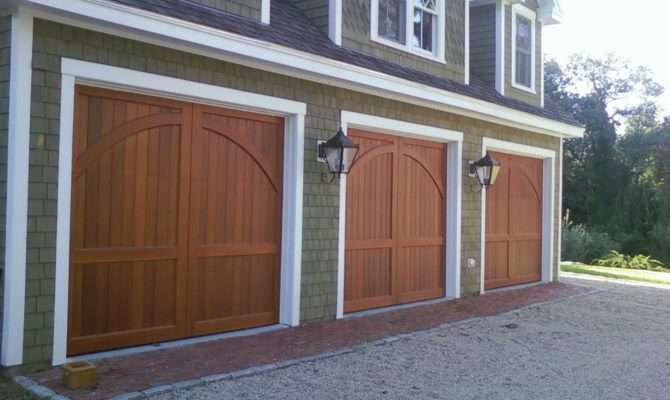 Carriage House Style Wood Garage Doors Raynor