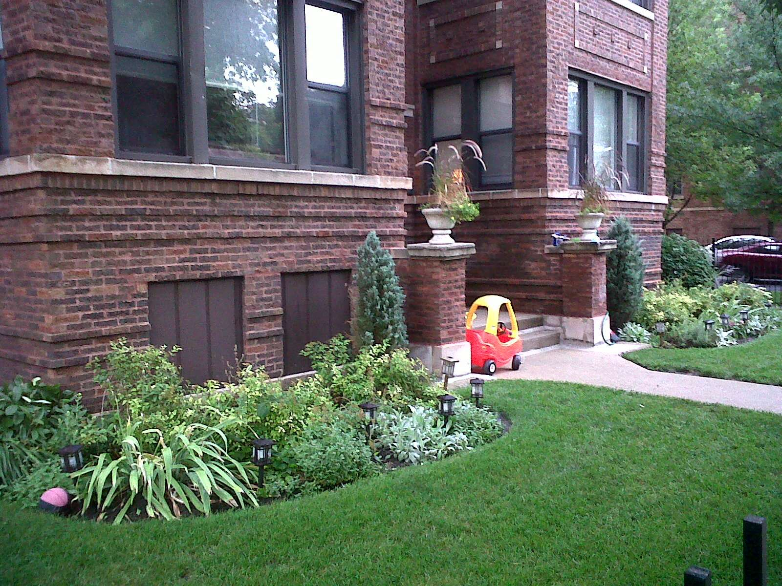 Chicago Real Estate Local Ravenswood Gardens Has Curb Appeal
