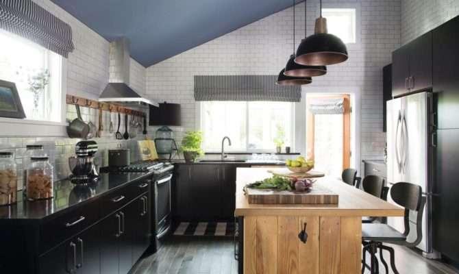 Classic Color Combo Large Farmhouse Style Kitchen Combines