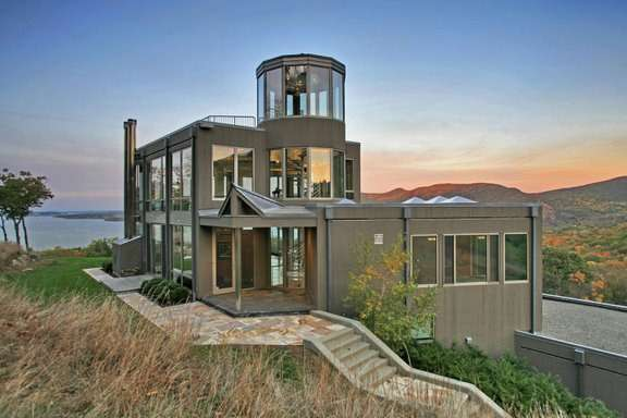 Contemporary Glass House Near West Point New York