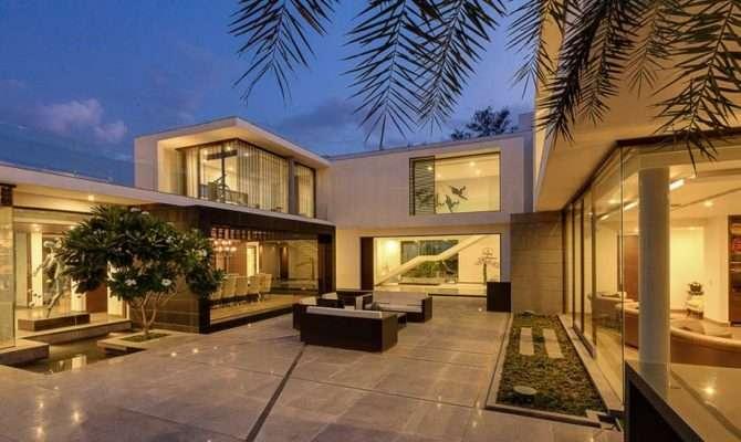 Contemporary New Delhi Villa Amazing Courtyard