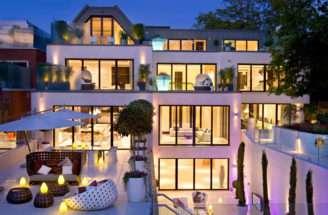 Courtenay Avenue Mansion Architecture Style