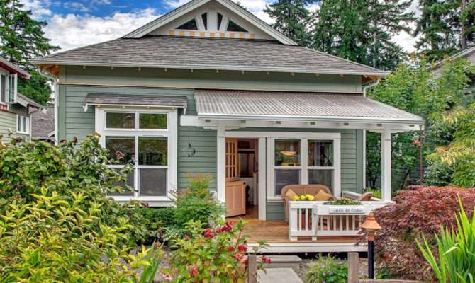 Craftsman Designed Small Cottage Cozy Courtyard