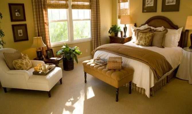 Decoration Small Master Bedroom Decorating Ideas