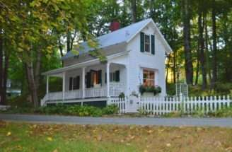 Doll House Lovingly Restored Small Farmhouse Has