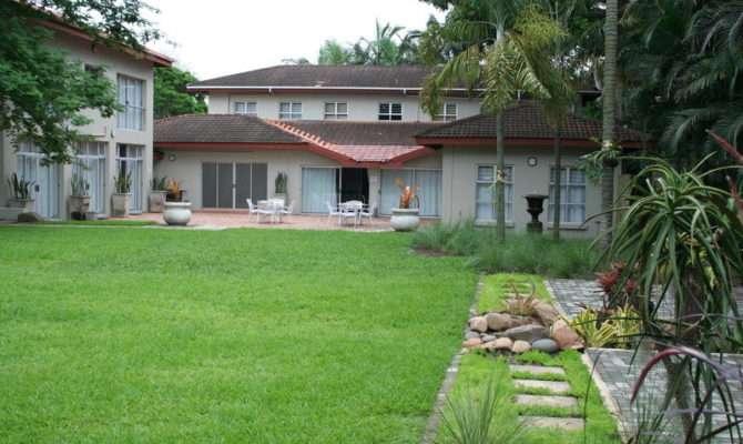 Elegant Lodge Beautiful Garden