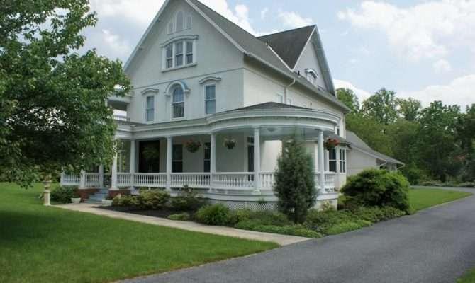 Farmhouse Style House Minute