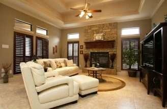 Floor Comfortable Room Has Tray Ceiling