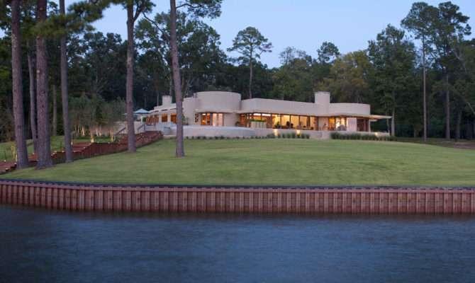 Frank Lloyd Wright Inspired Lake House Design Boasting