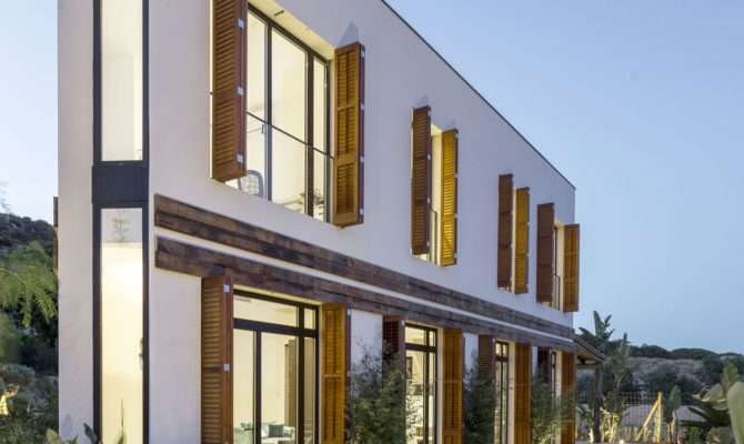 Geometrically Unique Home Combines Modern Architecture