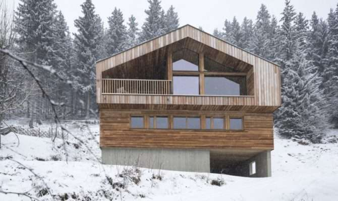 Handsome Timber Chalet Shows Off Beauty Modern