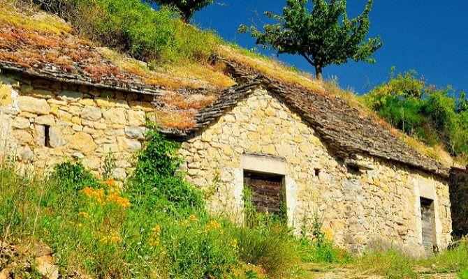 Homes Built Into Hillside Boyne Tarn Region Flickr