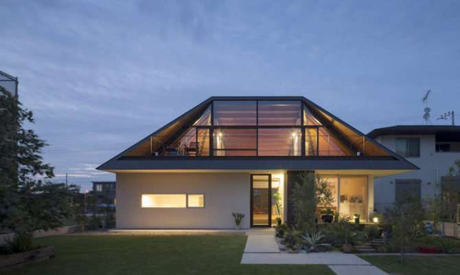 House Large Hipped Roof Naoi Architecture