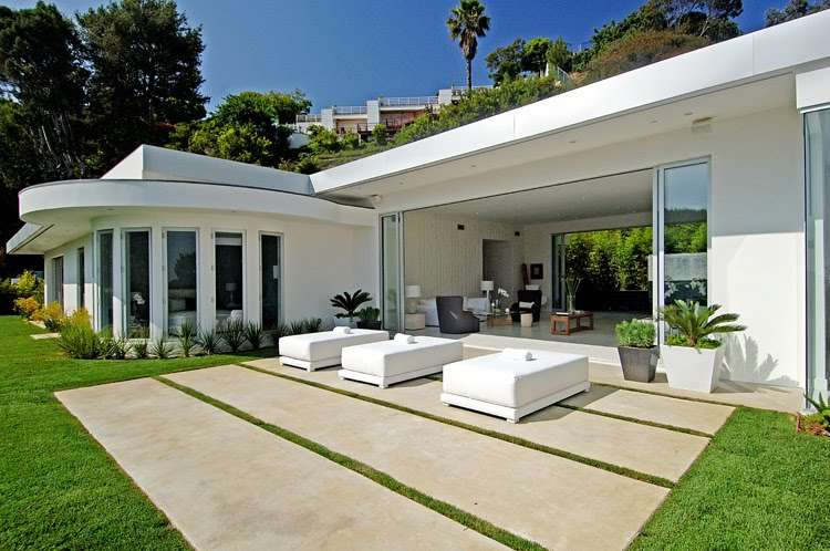 House Setting Stage Modern