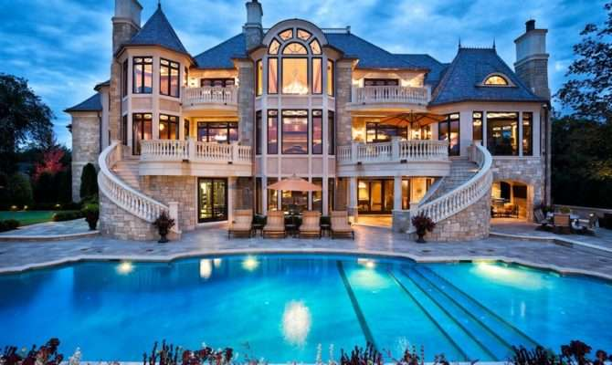 Houses Rich Get More Expensive
