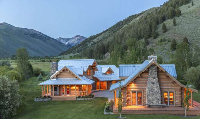 Impressive Ranch Heart Wood River Valley Home Design