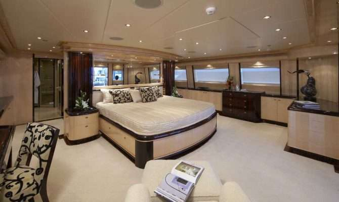 Master Luxury Yacht Browser