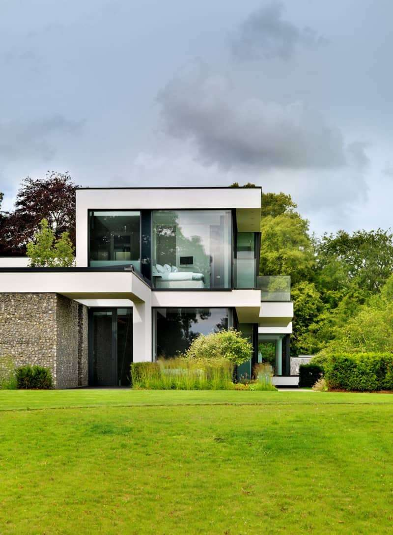 Modern Country House Banks River Thames