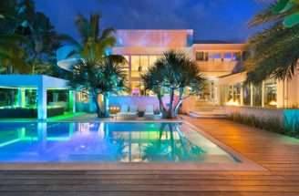Modern Mansion Peaceful Luxury During Daylight Romantic