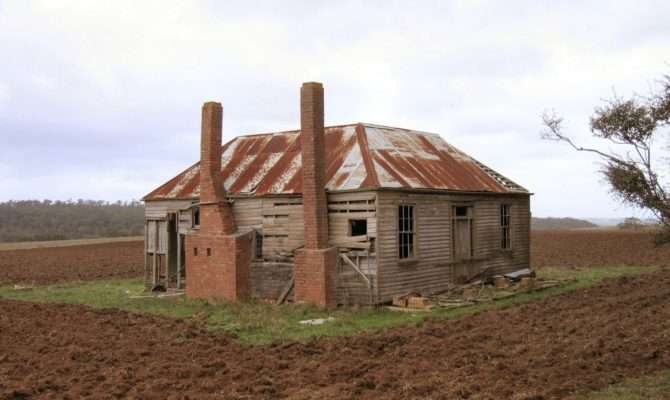 Our Maker Acres Farm Crumbling Farmhouses