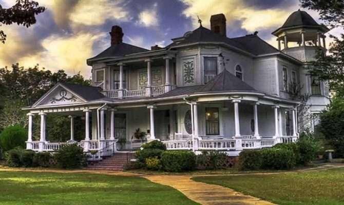 Southern Plantation Farmhouse