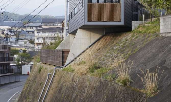 Striking House Ingeniously Adapted Sloping