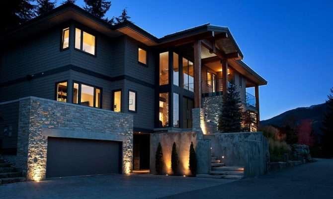 Stylish House British Columbian Mountains