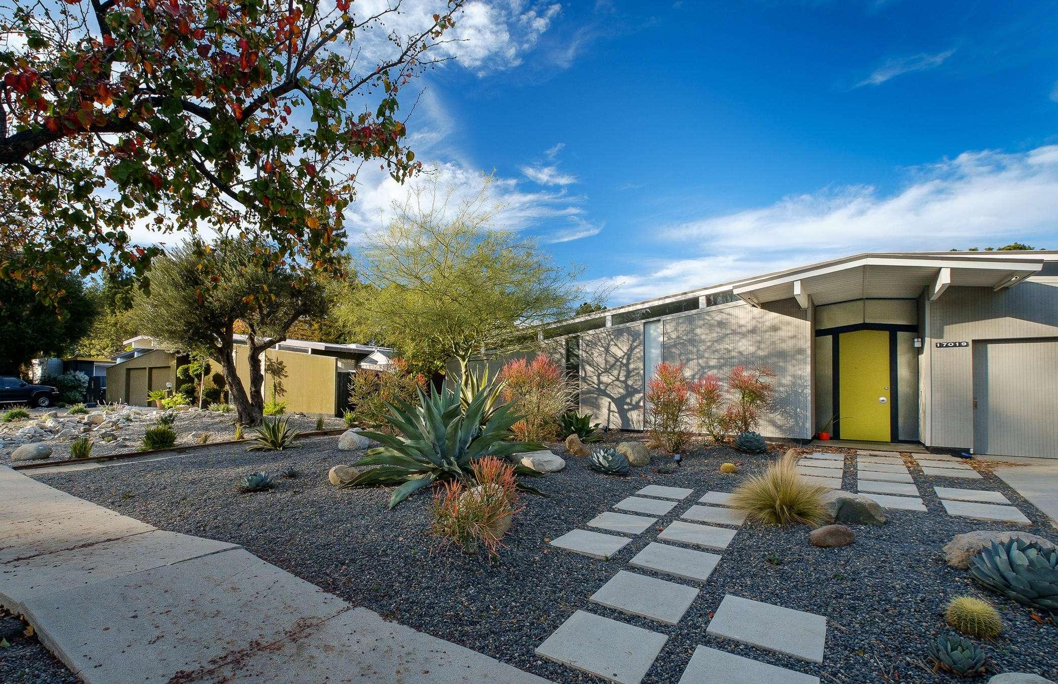 Sunny Modern Homes Joseph Eichler Built Suburbs