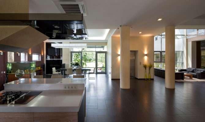 Super Expansive House Delightful Features