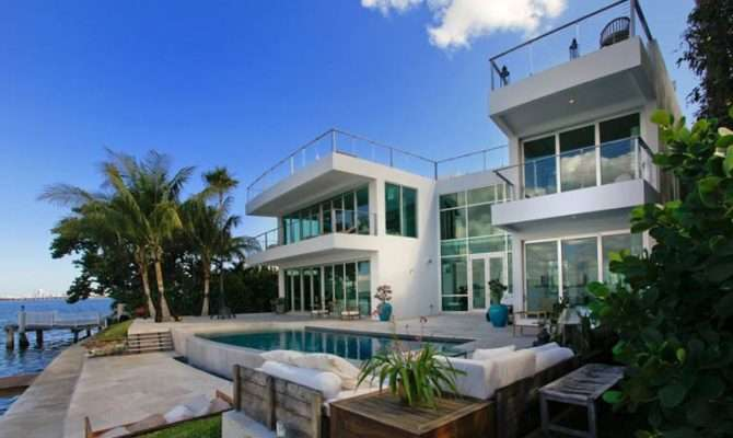 Waterfront Mansions High End Luxury Rentals